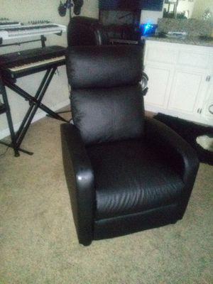 Black Faux Leather Recliner. for Sale in Sacramento, CA