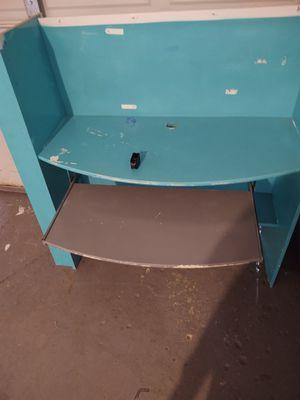Desk FREE. Mpu for Sale in Reynoldsburg, OH