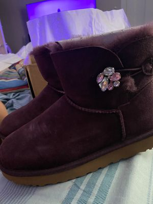 New ladies size 8 uggs for Sale in Racine, WI