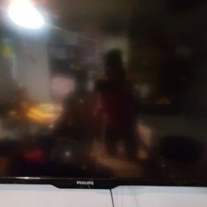 """Tv 65"""" for Sale in Stockton, CA"""