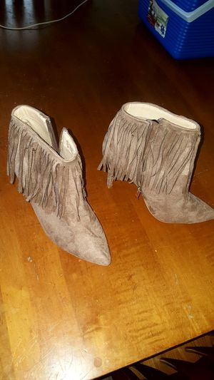 Size 7.5 boots with heel for Sale in Rossford, OH