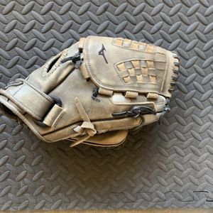 Mizuno Softball Glove for Sale in La Mirada, CA