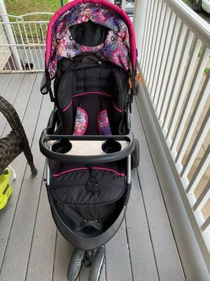 Carseat/ jogger stroller combo for Sale in Beaver, PA