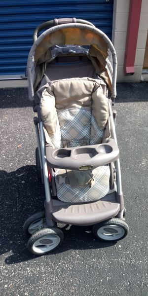 Graco Deluxe child stroller collapsible great condition for Sale in Newport News, VA