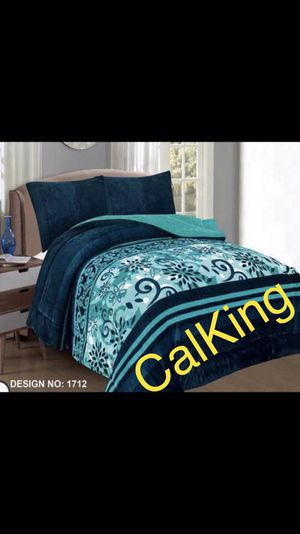 Super soft & warm blanket calking 3pc. Pick up 📦🚚 In Perris 🏠🌳 for Sale in Perris, CA