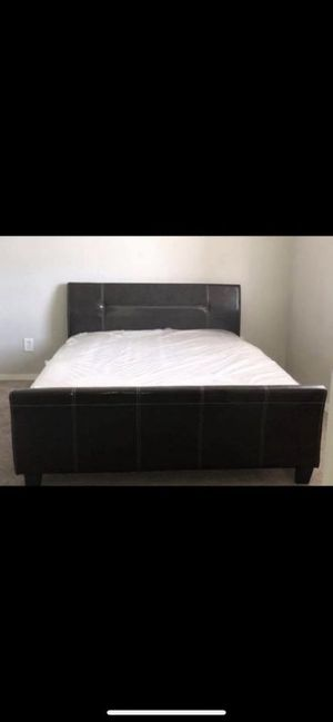 Queen size bed with mattress for Sale in Dallas, TX