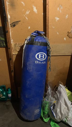 100lb punching bag MUST GO ASAP for Sale in Sacramento, CA
