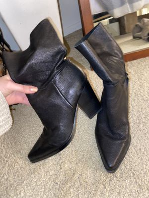 Bleeker & beck leather heeled booties - size 8 for Sale in Irvine, CA