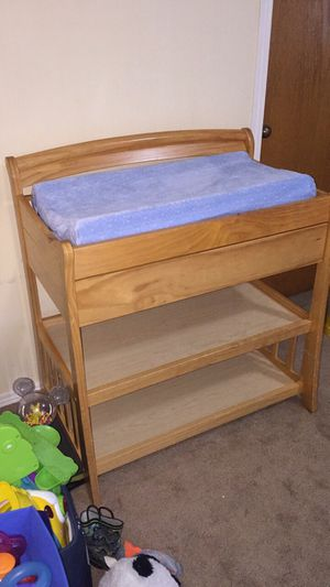 Changing table excellent condition for Sale in Aberdeen, WA