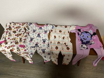 Girls size 6 pajamas for Sale in Inglewood,  CA