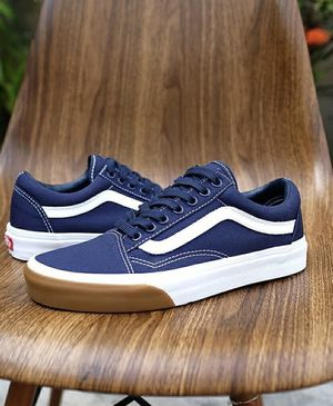 New! Women's Vans Old Skool Bumper shoes retail $78 Size 7 Brand new! Color Dress Blue Classic Old Skool Navy blue & True White Vans for Sale in Washington, DC