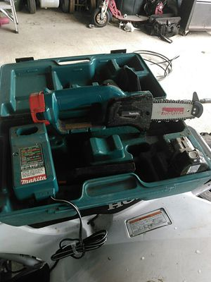 Makita battery powered chainsaw for Sale in Carnation, WA