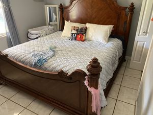 California king all solid wood bedroom set with 2 night stand and a standard dresser no mirror for Sale in Auburndale, FL
