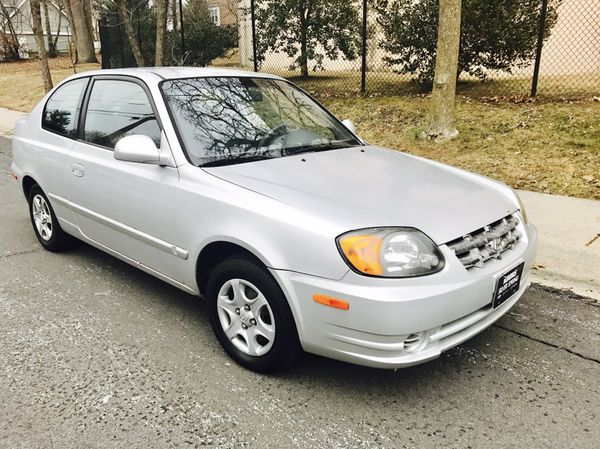 2003 Hyundai Accent LOW MILES / Great on Gas / Clean title