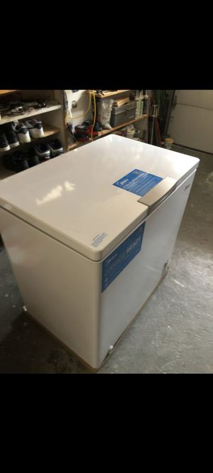 Midea chest freezer 7.0 for Sale in Los Angeles, CA