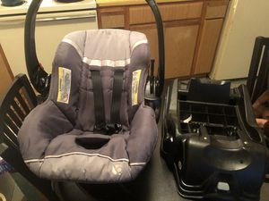 Infant car seat & base for Sale in Grand Prairie, TX