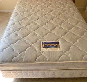 PLUSH Queen Mattress & Boxspring Set (CLEAN) for Sale in Webster Groves, MO