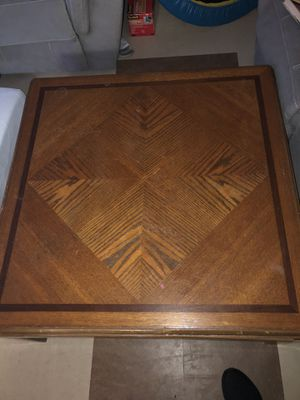 Coffee and one end table in good condition for Sale in Farmville, VA