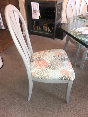 Cute Glass table and 4 chairs for Sale in Annapolis, MD