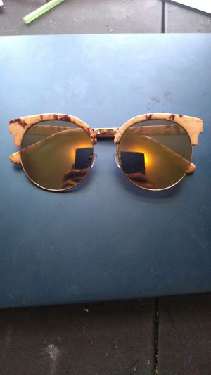 Women's sunglasses (Green frames)...$5 for Sale in Cleveland, OH