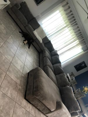 Grey Bardason 5-Piece Sectional with Ottoman for Sale in MAGNOLIA SQUARE, FL