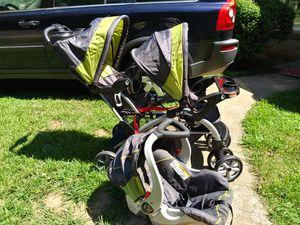 Sit & Go Stroller WITH Car seat!! for Sale in Charlotte, NC