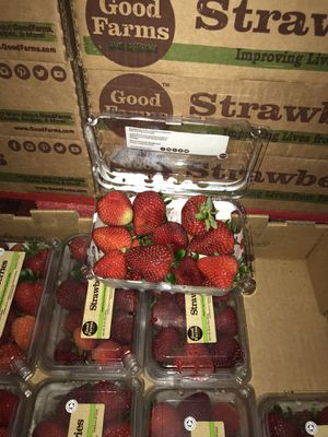 Fresh strawberry 8/ 1 pound clamshell for Sale in Oakland, CA