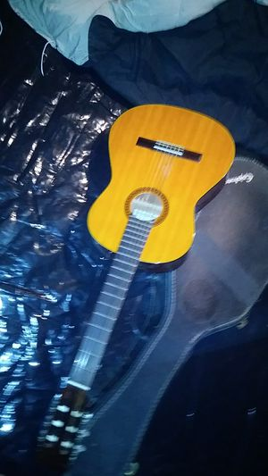 Fender guitar with case for Sale in Bridgewater, VA