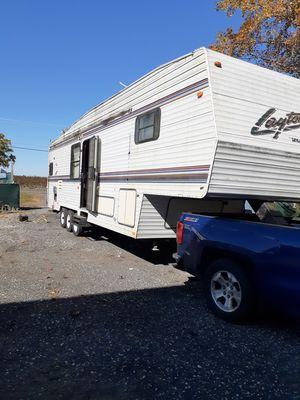 1998 Layton 5th wheel trailer for Sale in Batsto, NJ
