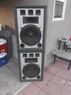 2 speakers for Sale in Compton, CA