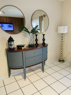 Console table for Sale in Hialeah Gardens, FL