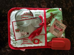 Christmas pot holder, kitchen towel, spatula, and snowman cookie cutout, new for Sale in Puyallup, WA