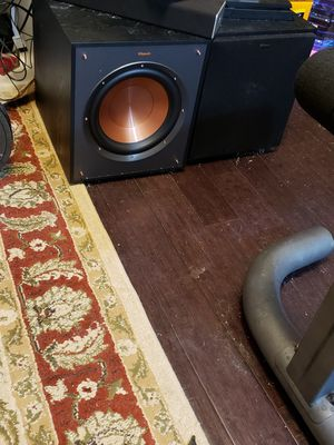 Klipsch subwoofers and 4 tower speakers for Sale in Renton, WA