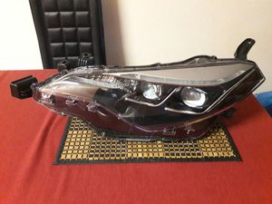 2017-19 TOYOTA COROLLA OEM HEADLIGHT for Sale in Hialeah, FL