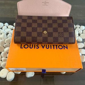 cbfc3a54cce3 Louis Vuitton Wallet for Sale in Tampa