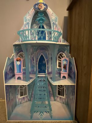 Elsa Frozen castle guidecraft for Sale in Roy, WA