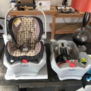 Graco SNUGRIDE 35 Infant/Baby Car Seat - 2 Bases for Sale in Independence, OH