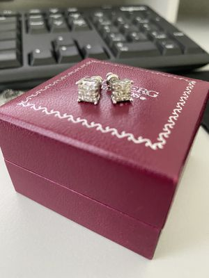 Brand New 1ct White Diamond Earrings in 14k White Gold for Sale in Tomball, TX