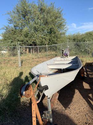 14 ft aluminum boat 9 HP w/ trailer and trolling motor for Sale in Mesa, AZ
