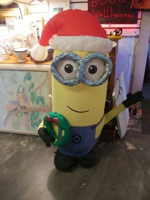 Christmas minion outdoor yard blowup for Sale in St. Petersburg, FL