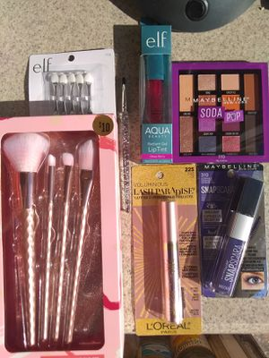 Brushes + Makeup for Sale in Rosemead, CA