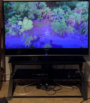 """62"""" Samsung TV with glass stand for Sale in Apache Junction, AZ"""