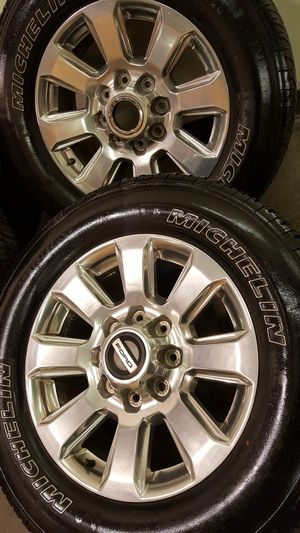 20 inch ford F250/F350 wheels with tires (hablo español) for Sale in Elgin, IL