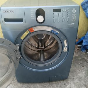 Electric Samsung Washer The Whashin Machine It Does Not Squeeze The Water Well Shuch That It Is Esy To Fix For Someone Who has Knowledge for Sale in Lancaster, PA