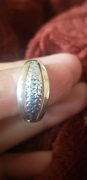 10k white and yellow gold Diamond cut ring for Sale in Round Rock, TX