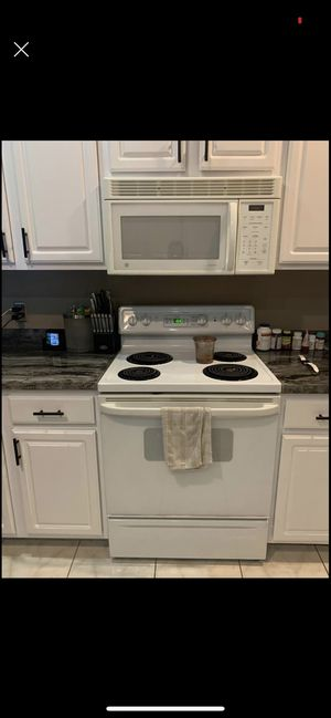 Whirlpool kitchen appliance set for Sale in Tampa, FL