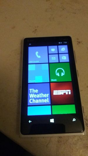 Nokia lumia 920 carrier at&t sofeware window phone 8.1 for Sale in Silver Spring, MD