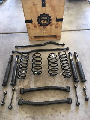Jeep JL OEM suspension parts w/Jeep crate for Sale in Henderson, NV