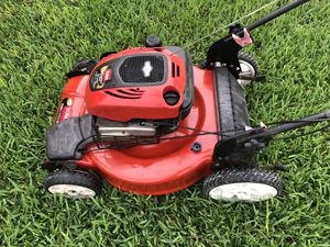 Lawn mower Excellent condition red toro bull self propel personal pace for Sale in Miami Gardens, FL