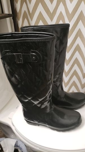 Rain boots size 9 for Sale in Mount Pleasant, WI